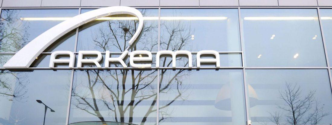 logo-arkema-sur-facade-siege-a-colombes