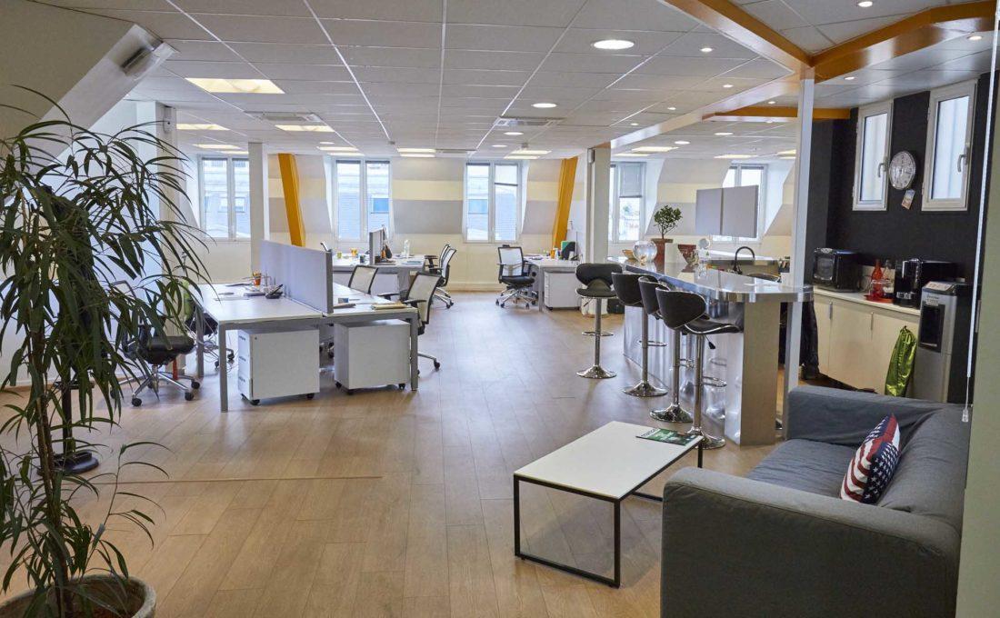 Vue-sur-l'espace-de-travail-chez-Aquent-France