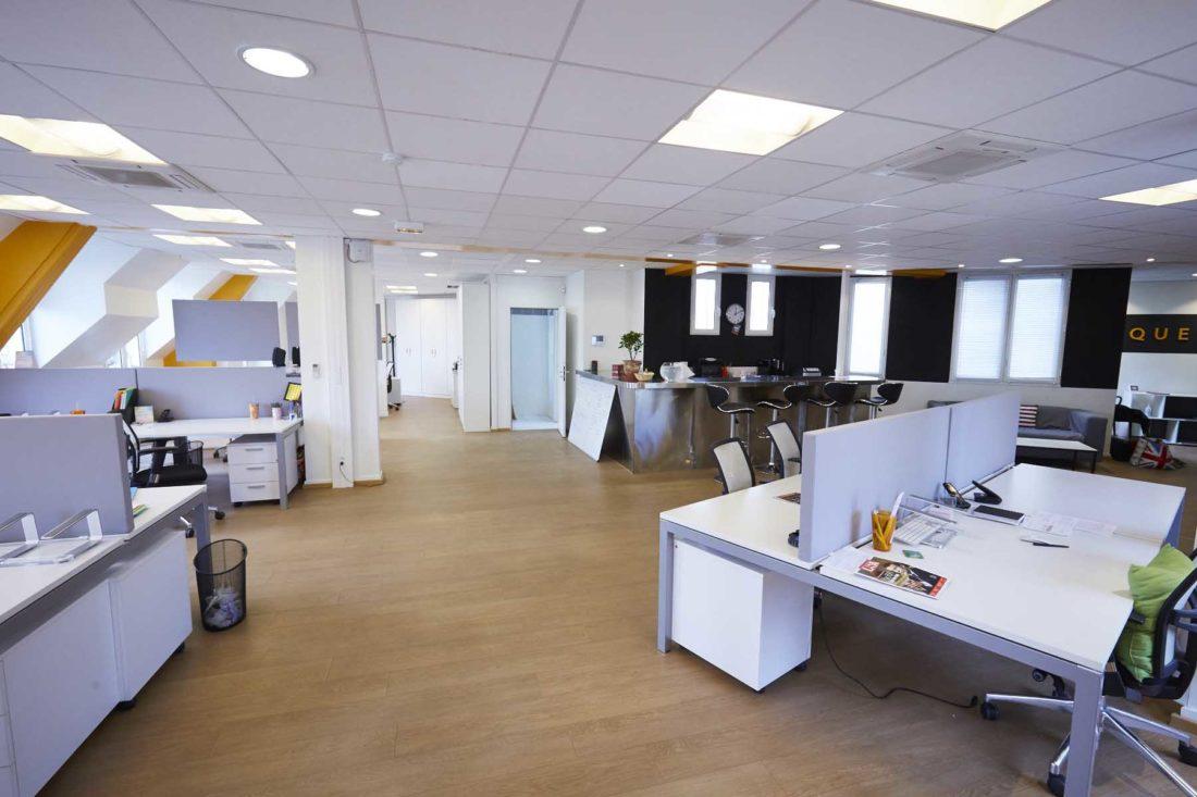 Vue-sur-les-bureaux-chez-Aquent-France